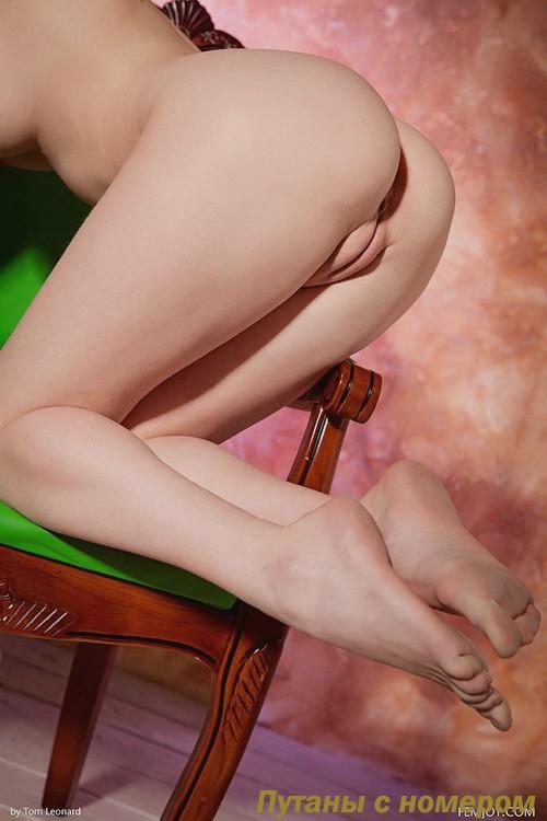 Твикс: мастурбация члена ногами